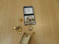 2 small boxes of costume rings, bracelets, earrings etc