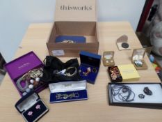 Box of costume and modern jewellery, necklaces, brooches and earrings