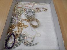 Tray of good quality costume jewellery