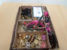 Tray of scarf rings, watches and parts, key rings, men's jewellery and ladies hair jewellery