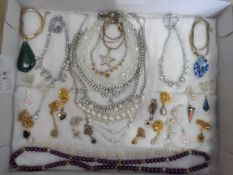 Tray of costume jewellery, mainly necklaces