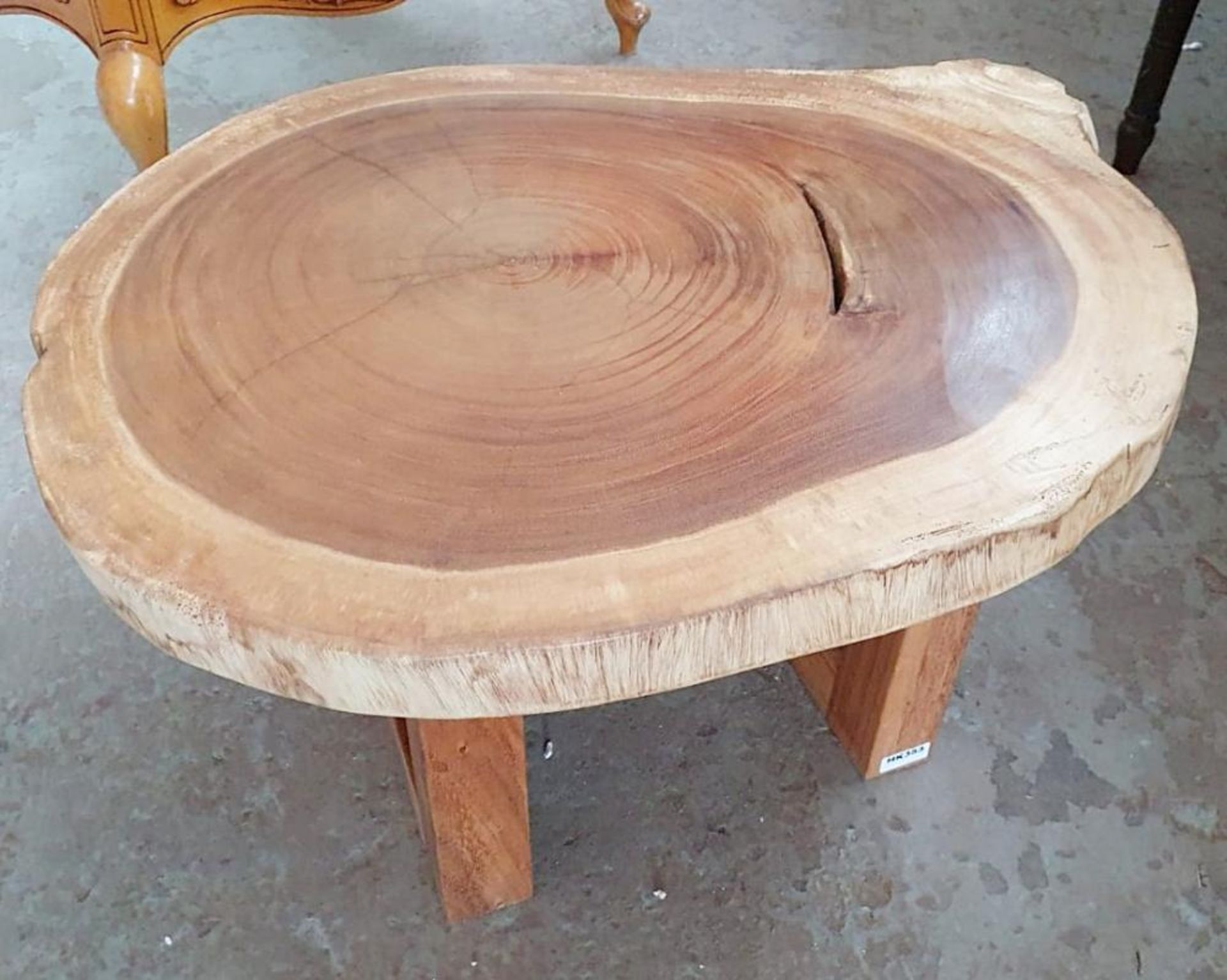 Los 3647 - 1 x Unique Reclaimed Solid Tree Trunk Coffee Table With Square Base - Dimensions (approx): Height 45