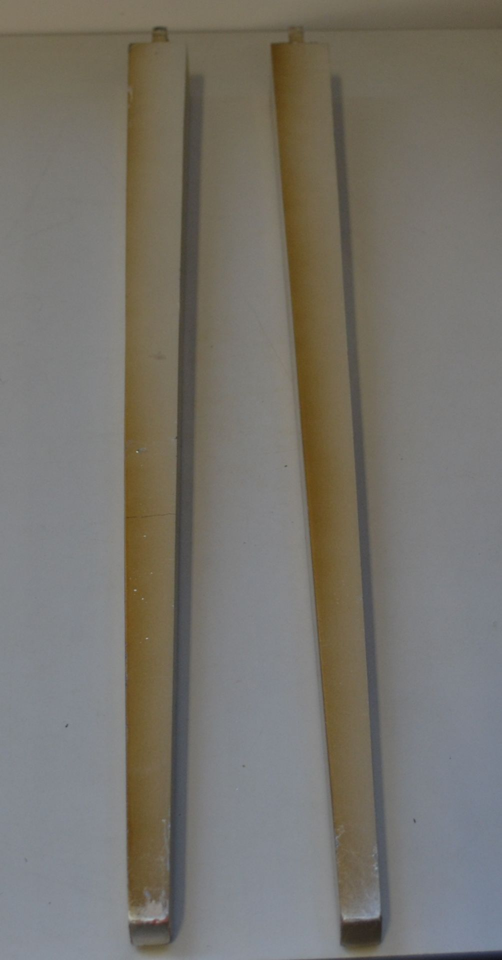 Lot 7400 - 1 x Buzzi & Buzzi Flag Wall Light Cover And Two Table Legs Gold - Ref J2198 - CL314