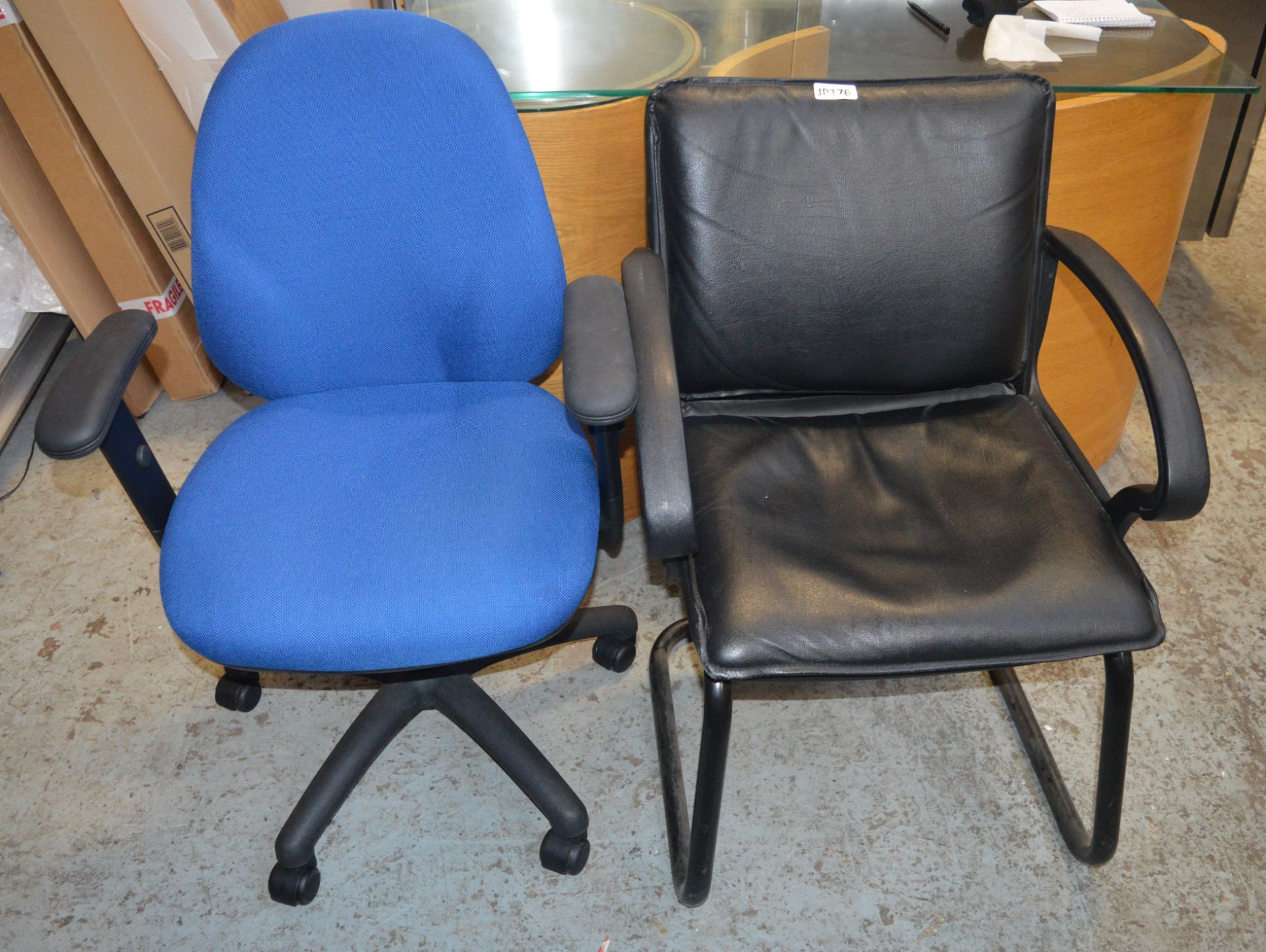 Lot 3789 - 2 x Various Black Office Chairs *£1 Start - No Reserve* CL011 - Ref JP176