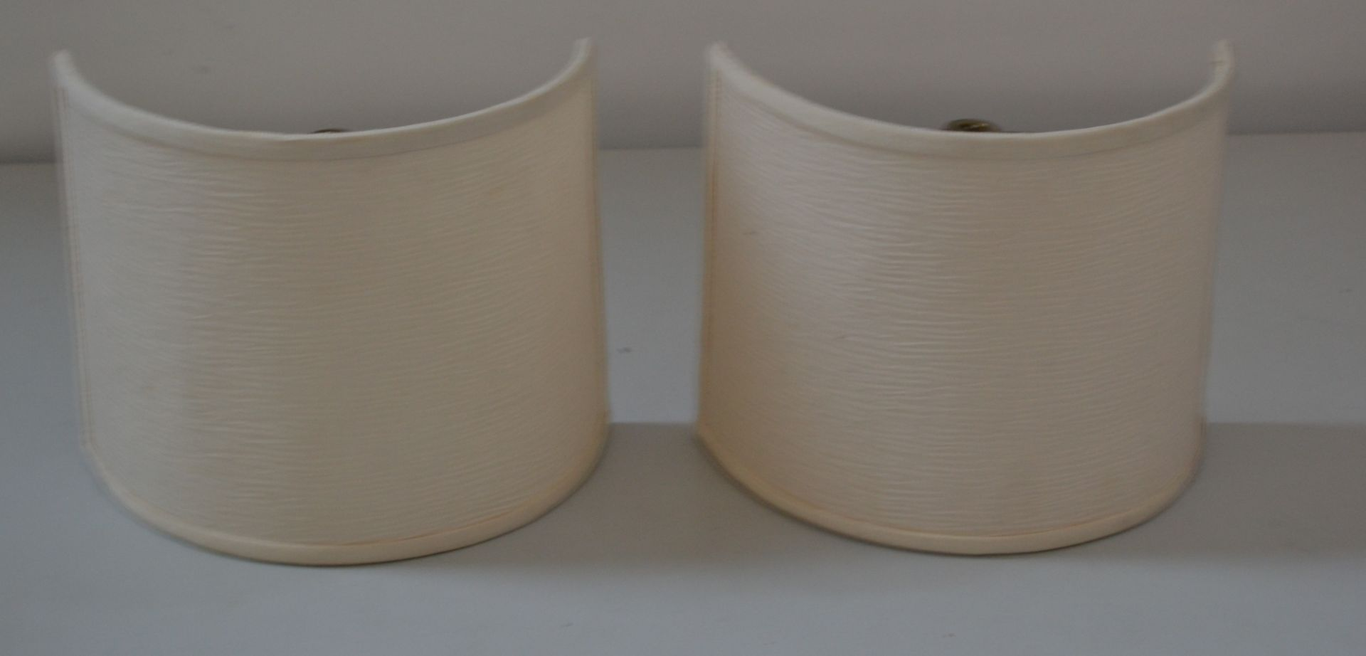 Lot 7418 - 1 x Pair of Wall Light Shades In Cream And Buzzi & Buzzi White Wall Light - Ref J2191 - CL314