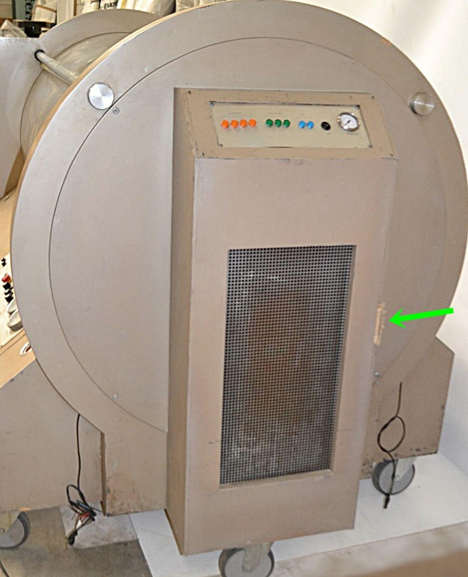 Lot 4551 - 1 x Lifesize Hyperbaric Oxygen Chamber Movie Prop - Dimensions: W250 x H150 x D140cm