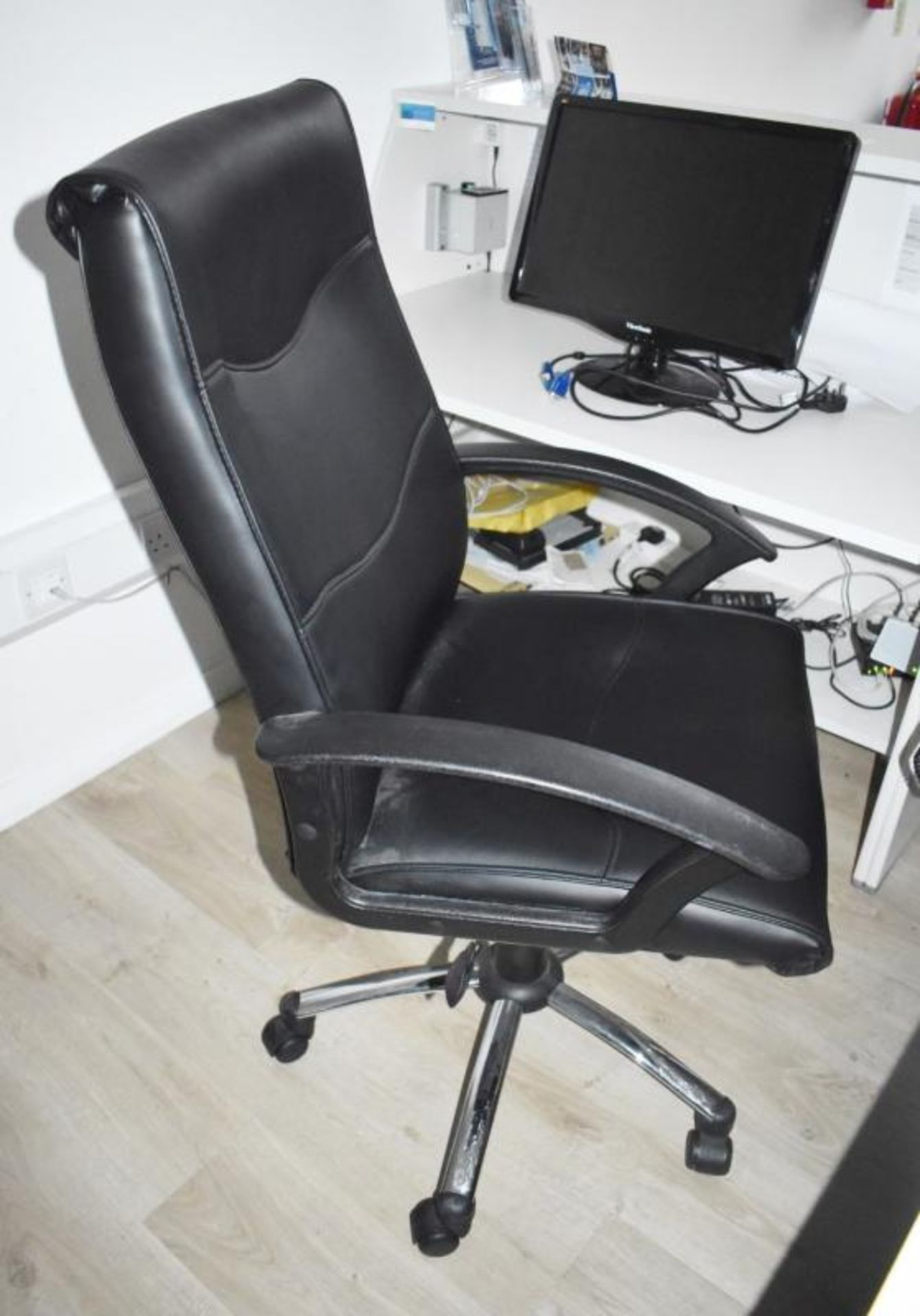 Lot 383 - 1 x Black Faux Leather Office Swivel Chair - CL490 - Location: Putney, London, SW15 Auction