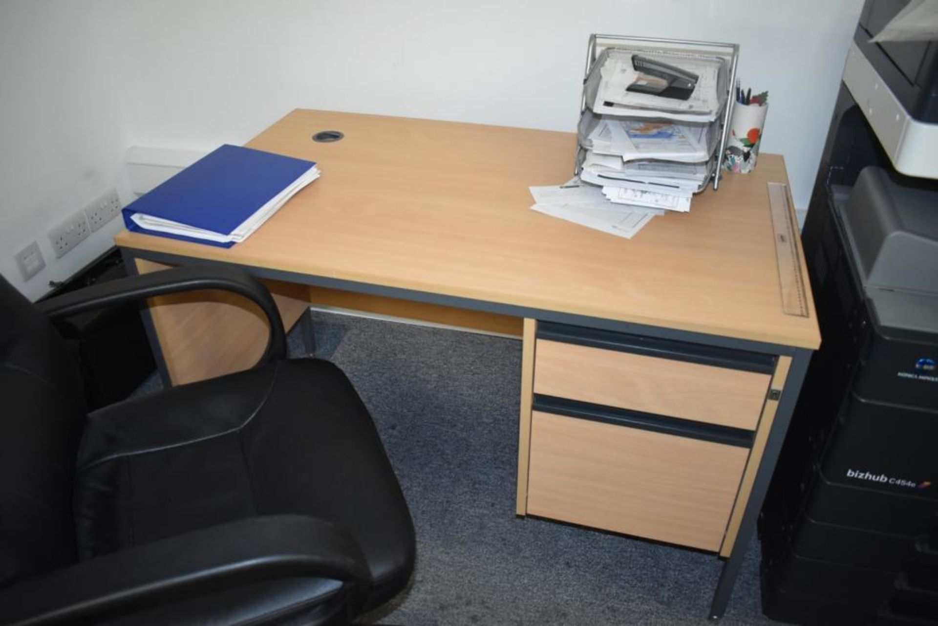 Lot 385 - 1 x Beech Office Desk With Leather Swivel Office Chair - Approx Dimensions H73 x W120 xD74 cms -