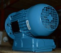 1 x Weg W22 240v IP55 Single Phase Electric Motor - Brand New and Boxed - CL295 - Location: