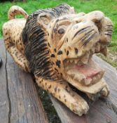 1 x Lion Wood Carving - Dimensions: 35cm x 9cm x height 17cm - Ref: JB210 - Pre-Owned - NO VAT ON TH