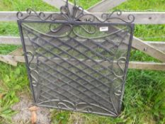 1 x Ornate Iron Fire Guard - Dimensions: width 76cm x height 92cm - Ref: JB201 - Pre-Owned - NO VAT