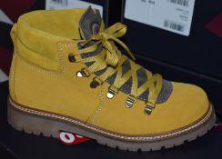 1 x Pair of Designer Olang Merano BTX Giallo 822 Women's Winter Boots - Euro Size 37 - Brand New