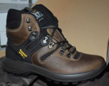 1 x Pair of Mens VIBRAM Walking Boots - Outdoor Pro Spo-Tex Trekking Boots With Support System -