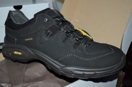 1 x Pair of Mens VIBRAM Walking Shoes - Outdoor GriTex Trekking Shoes With Cordura Fabric - Made