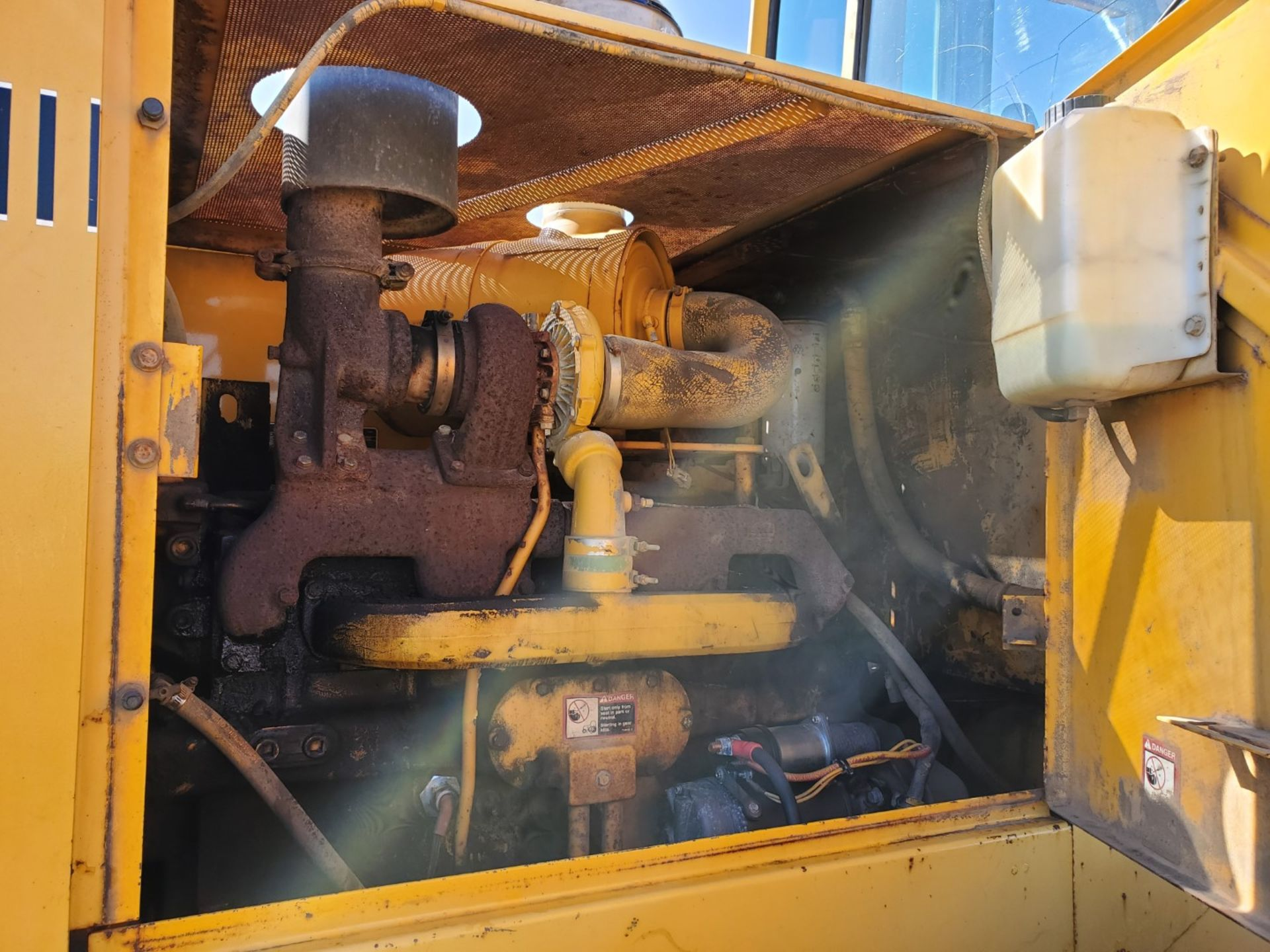 1989 John Deere Loader Model 644E w/ 3.5 CU Yard Bucket, Enclosed Cab, 13,449 Hours, All New Tires - Image 23 of 30