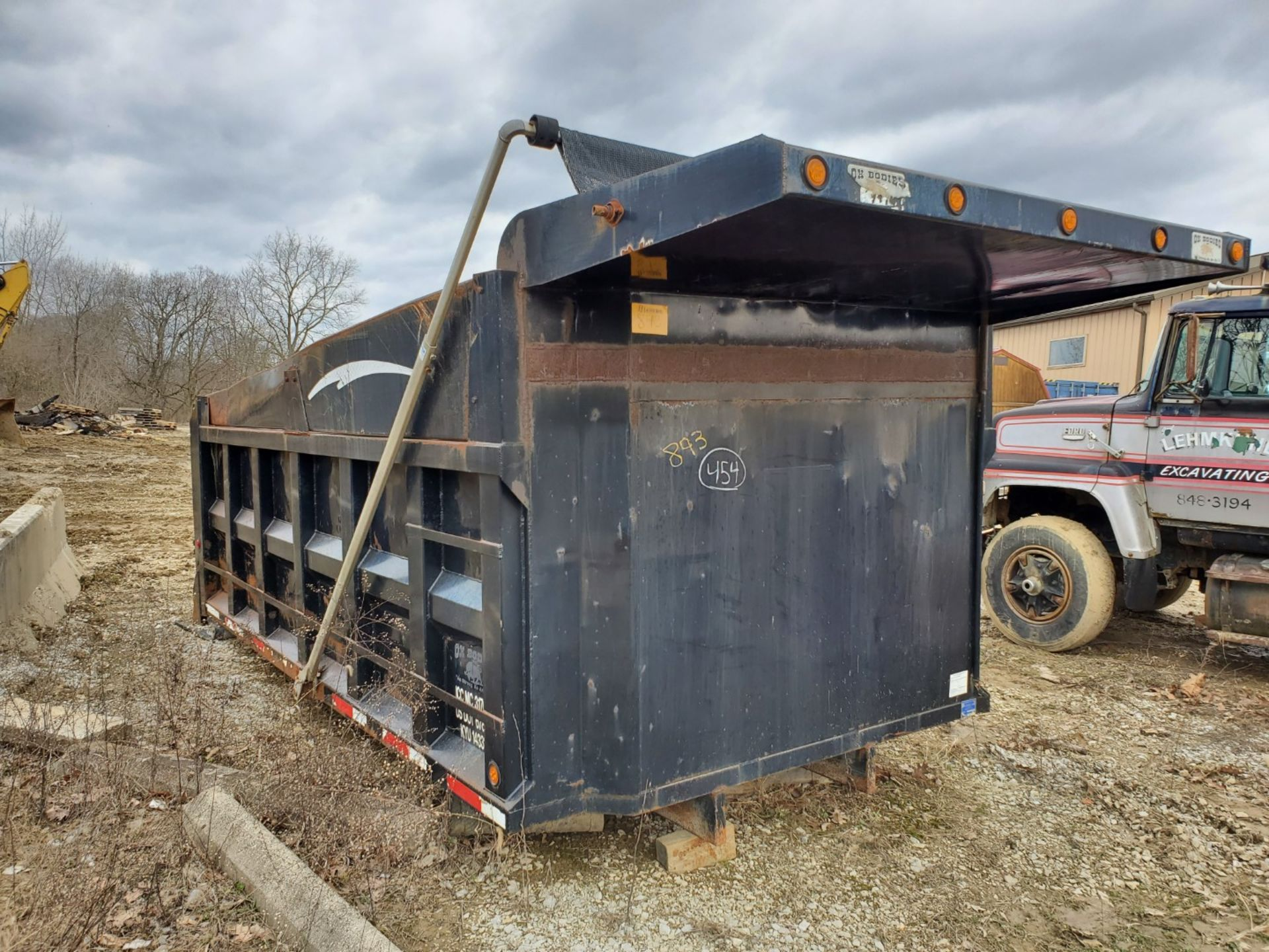 Lot 35 - Oxbodies 16 ft, 17-19 Yard Dump Bed w/ Tarp System, Loading Fee, $350