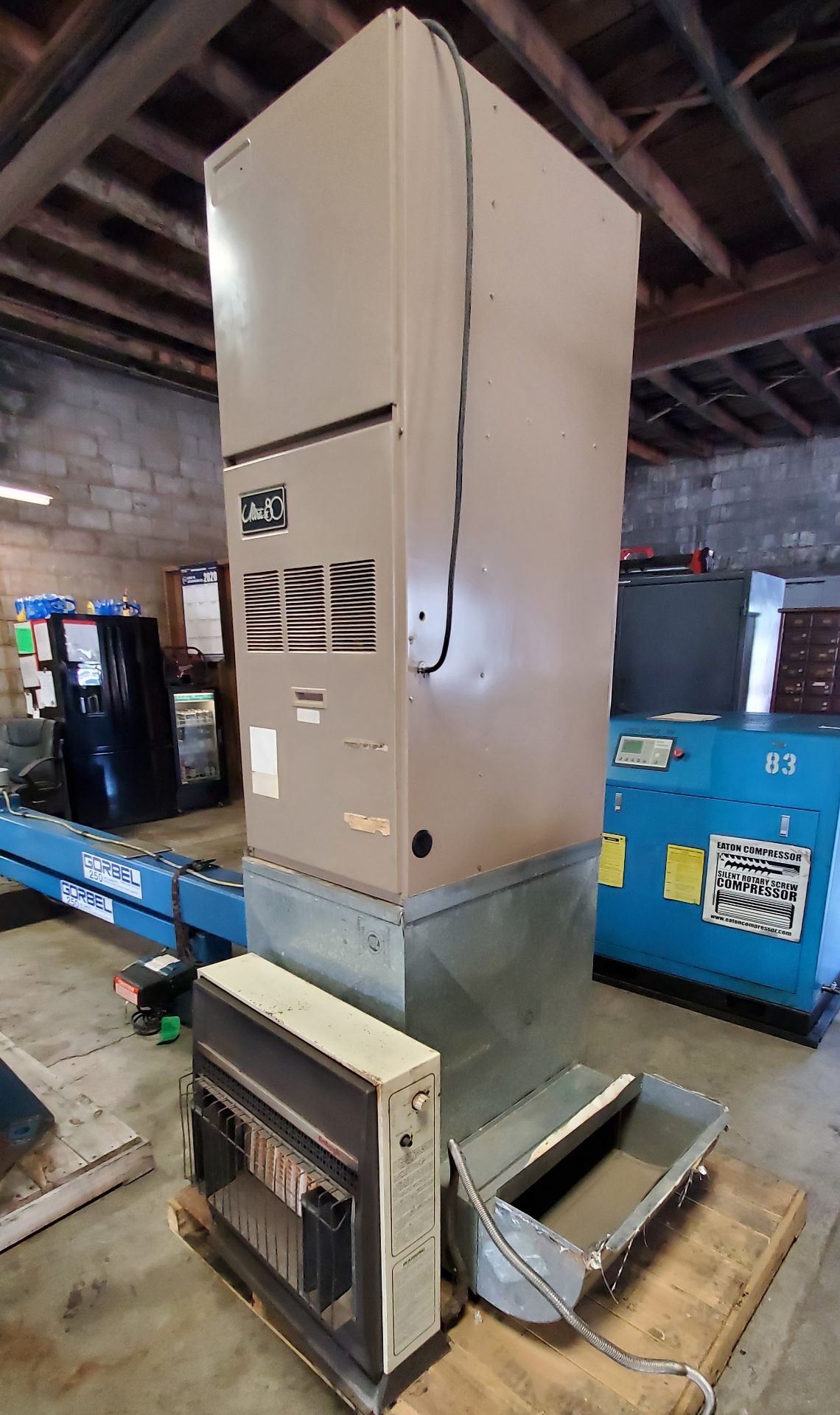 Lot 256 - Armstrong Ultra III 80 Forced Air Gas Furnace, Model Series EG7G