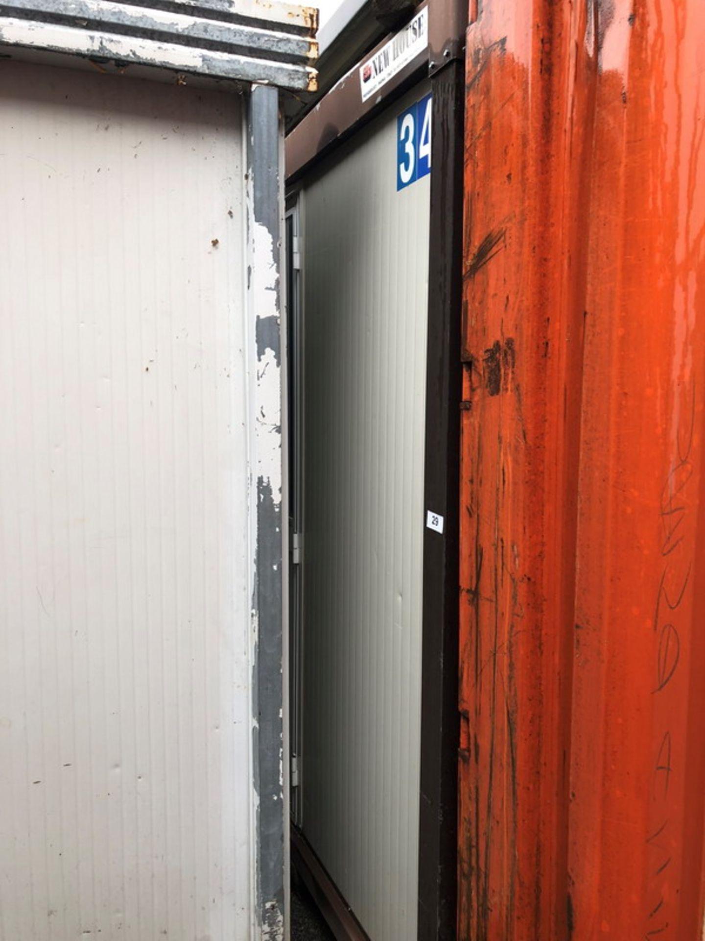 Lot 327 - N. 29 (768 FALLIMENTO) BARACCA N. 34 DIMENSIONE 6,10X2,40 MENSA E SPOGLIATOIO, PRIVA DI