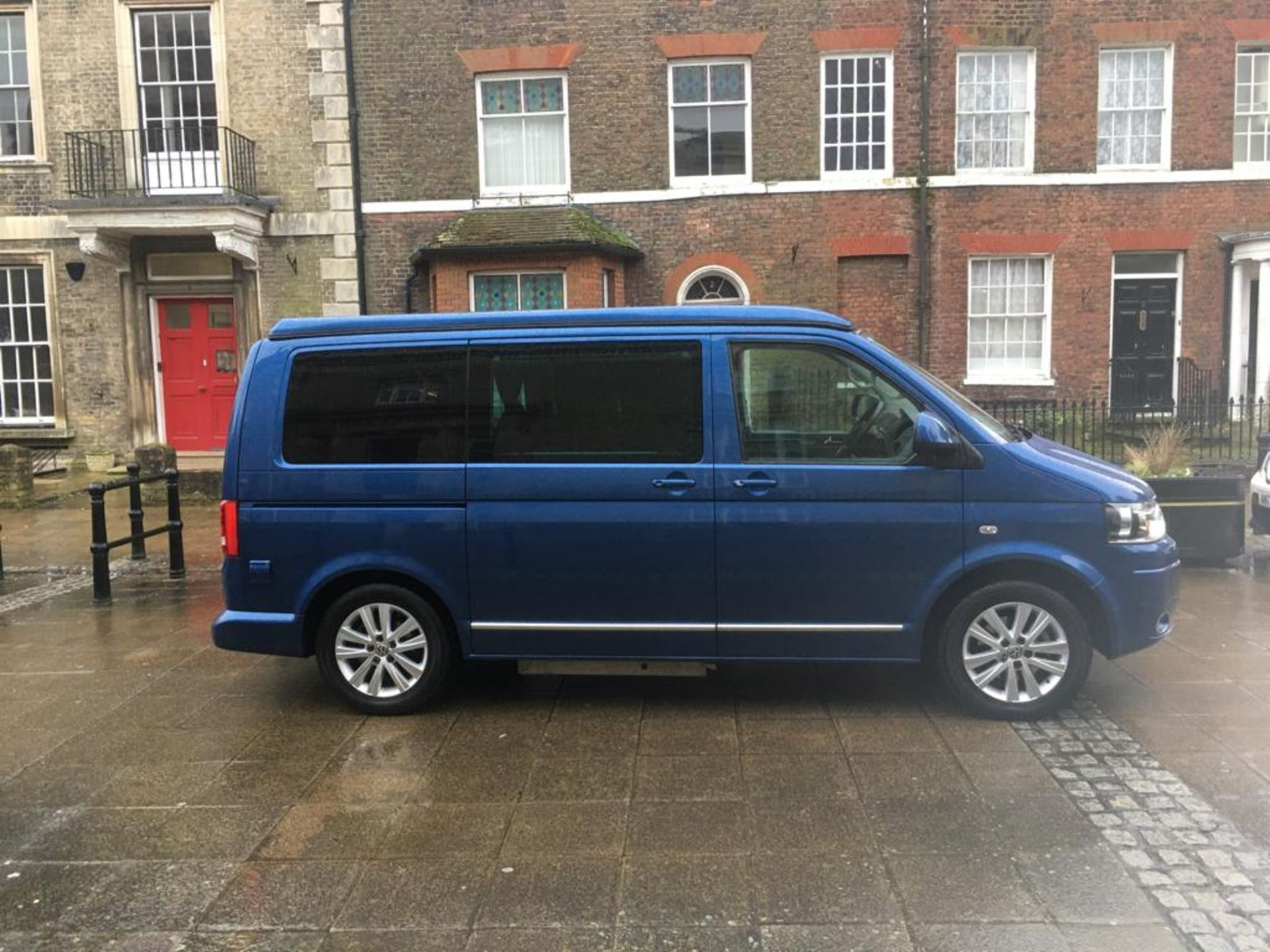 Lot 2 - 2015 VOLKSWAGEN CAMPERVAN DISABLED ACCESS (WAV) & PANORAMIC MODEL BY GM COACHES DEVON *POP TOP ROOF*