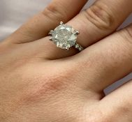 4.65 CT DIAMOND RING WITH 12 SIDE STONES OF 0.47 CT