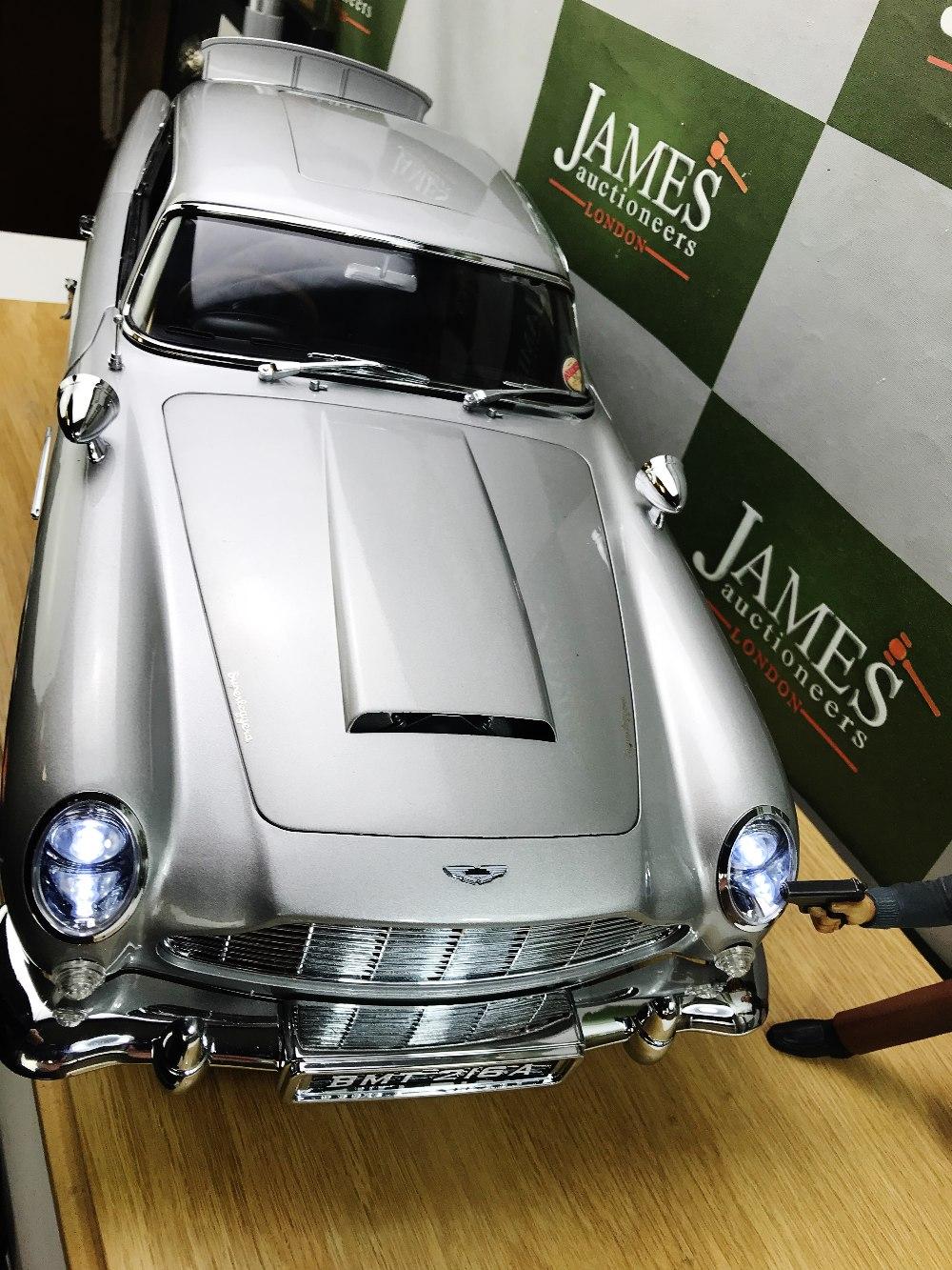 Lot 24 - Aston Martin DB5 James Bond Eaglemoss 1:8 Scale & Case/Figure