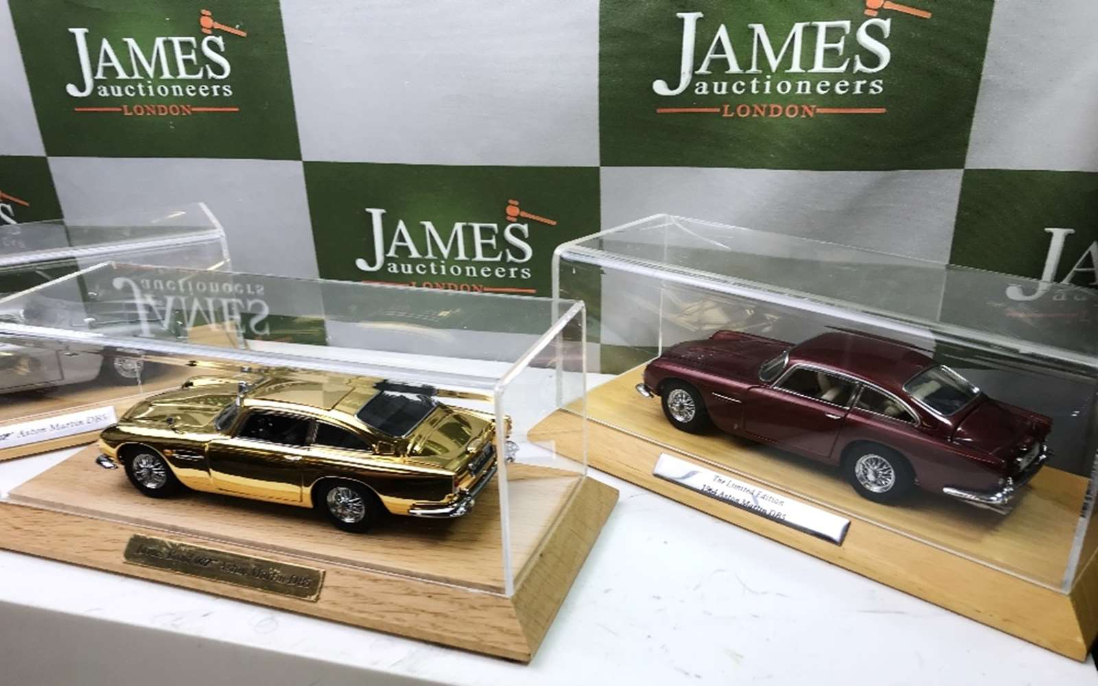 Lot 27 - Aston Martin DB5`s 1:24 Scale Complete Collection of Danbury Mint