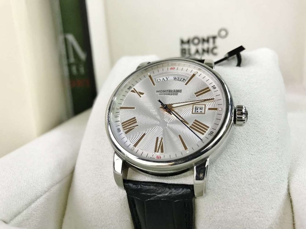 Lot 7 - Montblanc Star Rose Gold Edition 114853 4810 Day-Date 2018