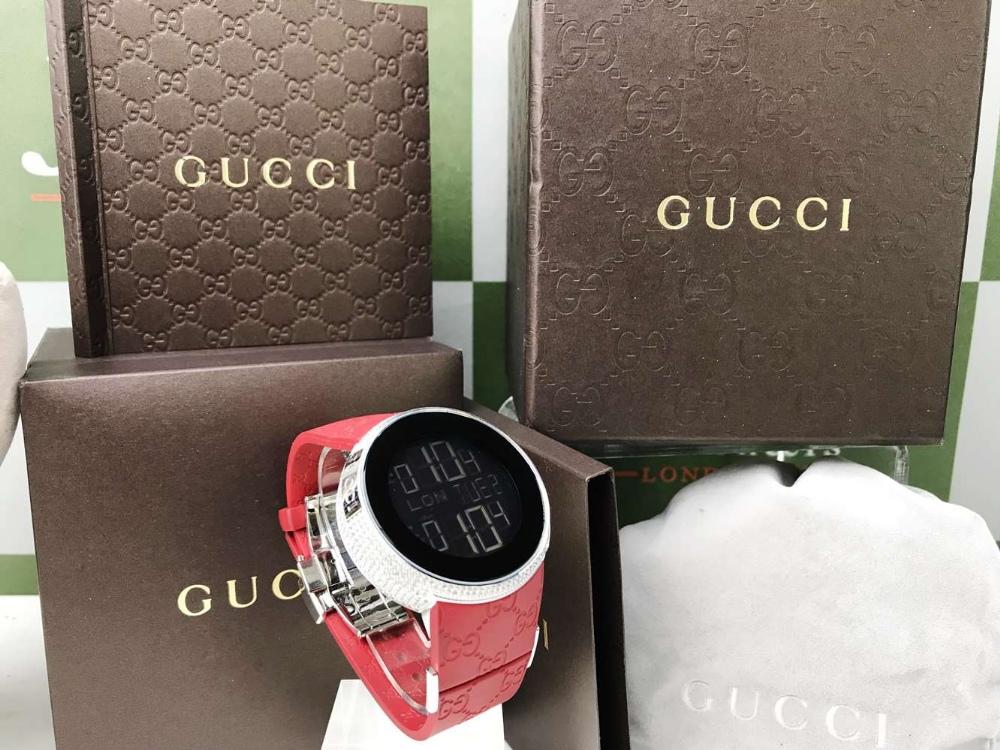 Lot 15 - Gucci Diamond 114-2 Digital Two Time Zone, Diamond Edition