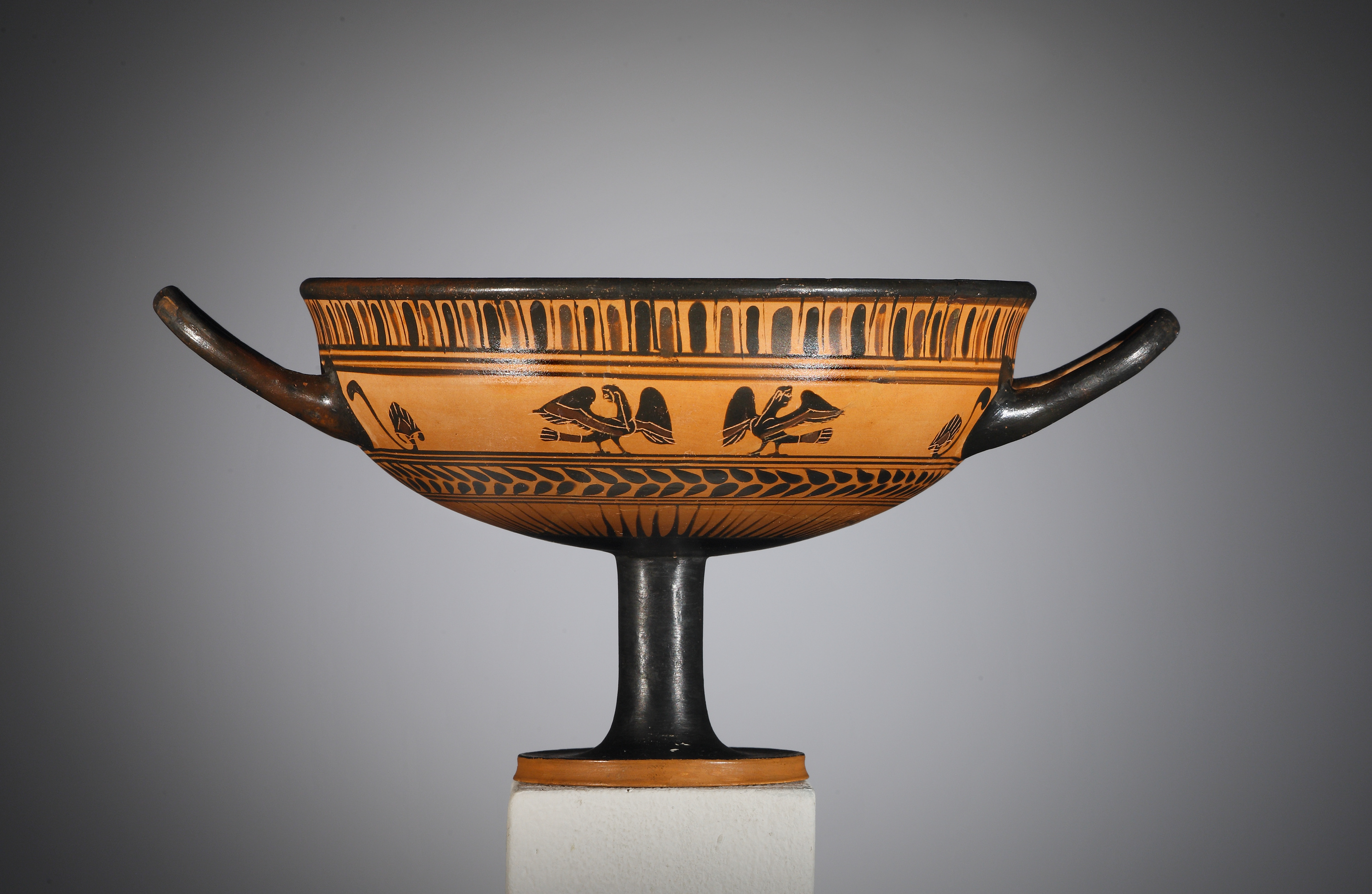 Lot 19 - An Attic Black-figure Little-master Cassel Cup with Sirens