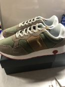 Champion Trainers. UK 9
