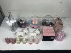Quantity of Beauty Fancy Goods/Accessories as per pictures