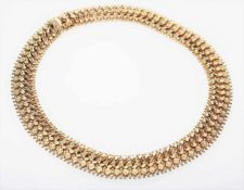 Gleichlaufendes, goldenes Collier 750/f gest., sehr weich gearbeitet, ca. 1,7 cm breit, 43 cm
