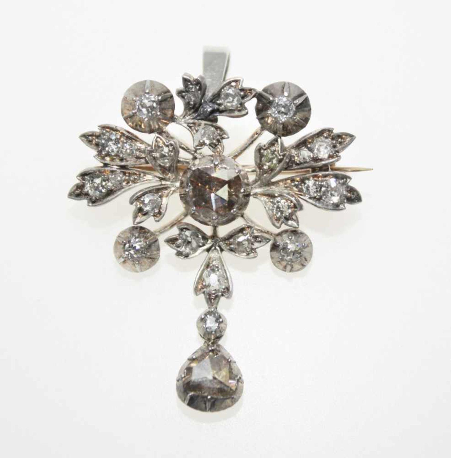 Älterer, blütenförmiger Broschanhänger in Silber, ausgefasst mit Diamanten in Rosenschliff und