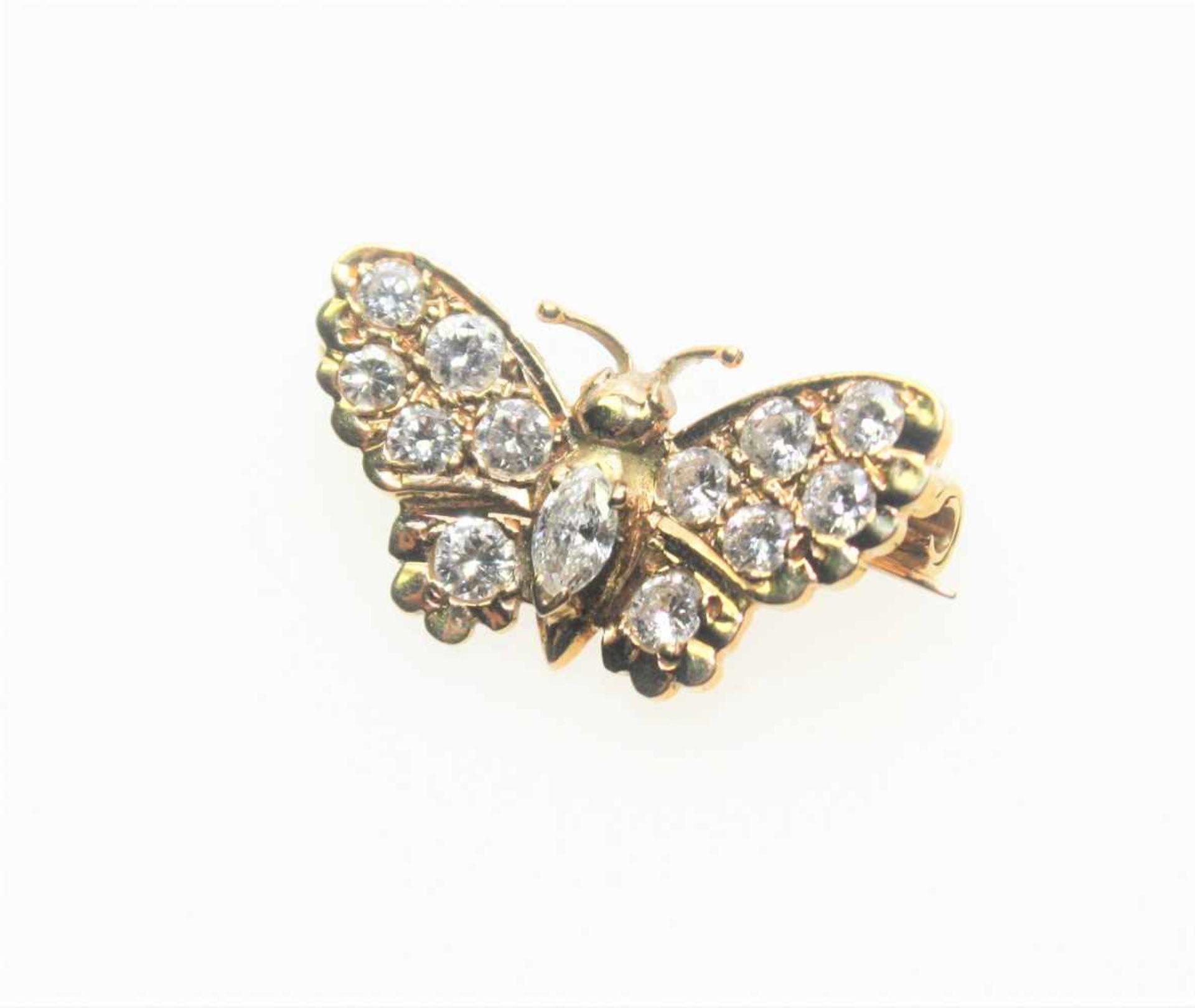 Kleiner, goldener Schmetterling als Anstecknadel 750/f gest., ausgefasst mit Diamanten in