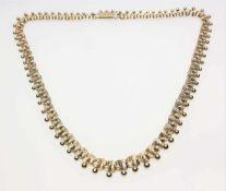 Goldenes Collier in leichtem Verlauf 585/f gest., verschlungene Glieder aus mehreren Golddrähten und