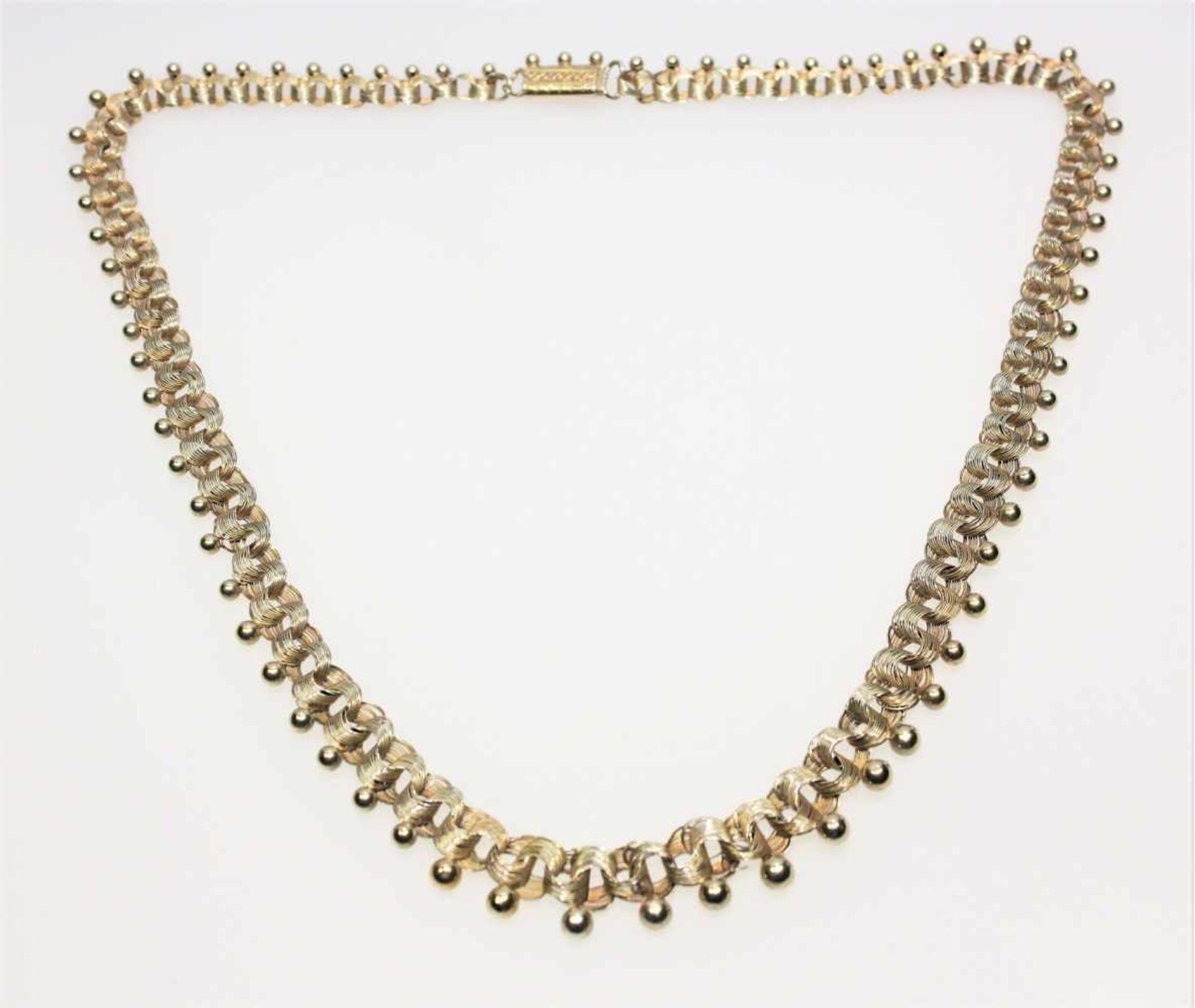 Los 9 - Goldenes Collier in leichtem Verlauf 585/f gest., verschlungene Glieder aus mehreren Golddrähten und