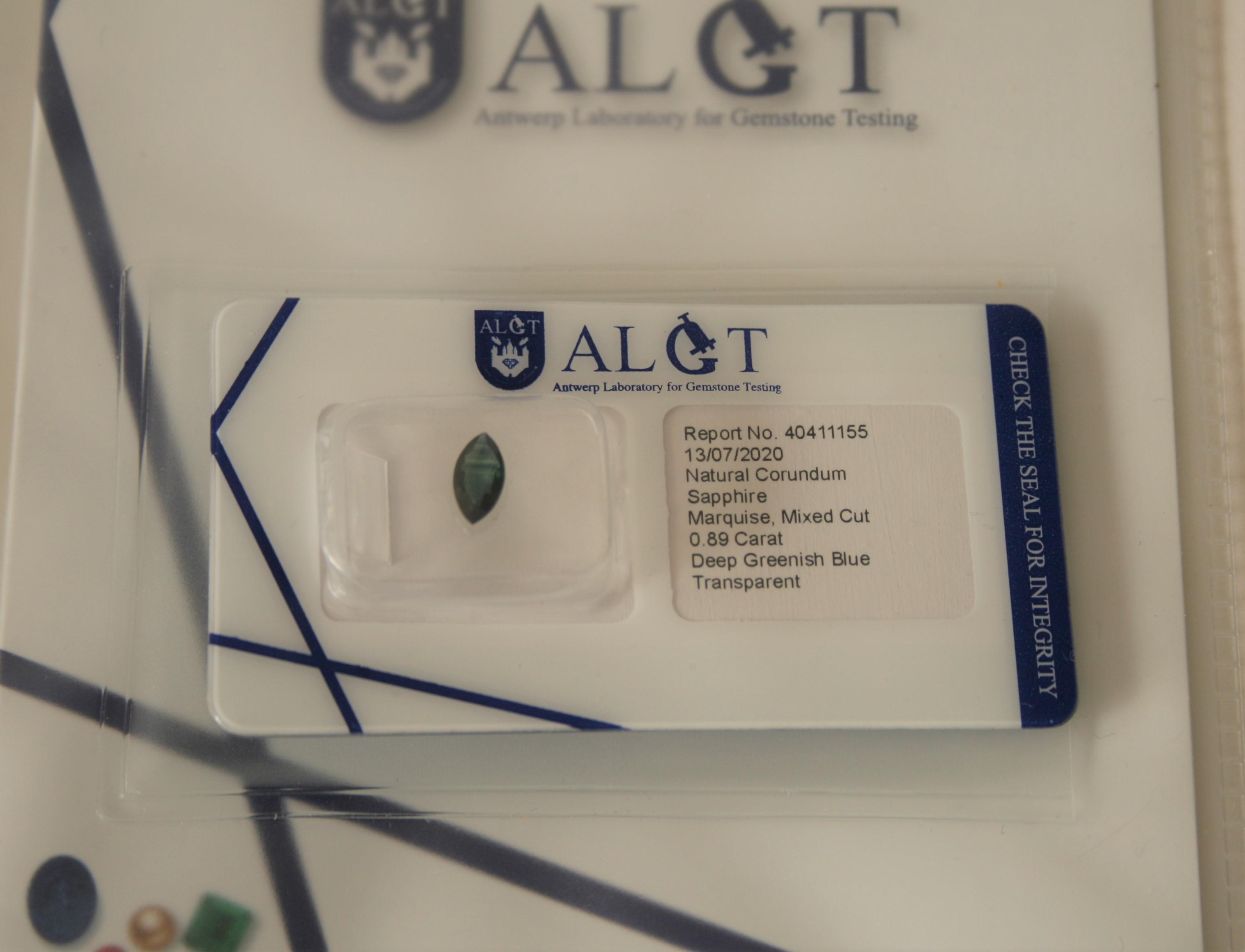 Saphir naturel, taille marquise, 0,89 carat, Deep Greenish Blue, Transparent, [...]
