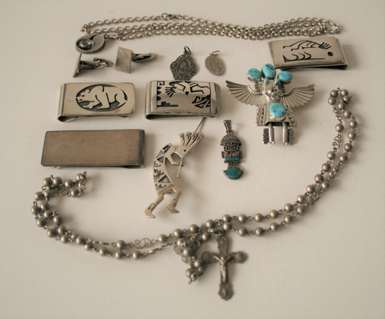 Ensemble de bijoux en argent, art populaire du Mexique et médailles religieuses - [...]