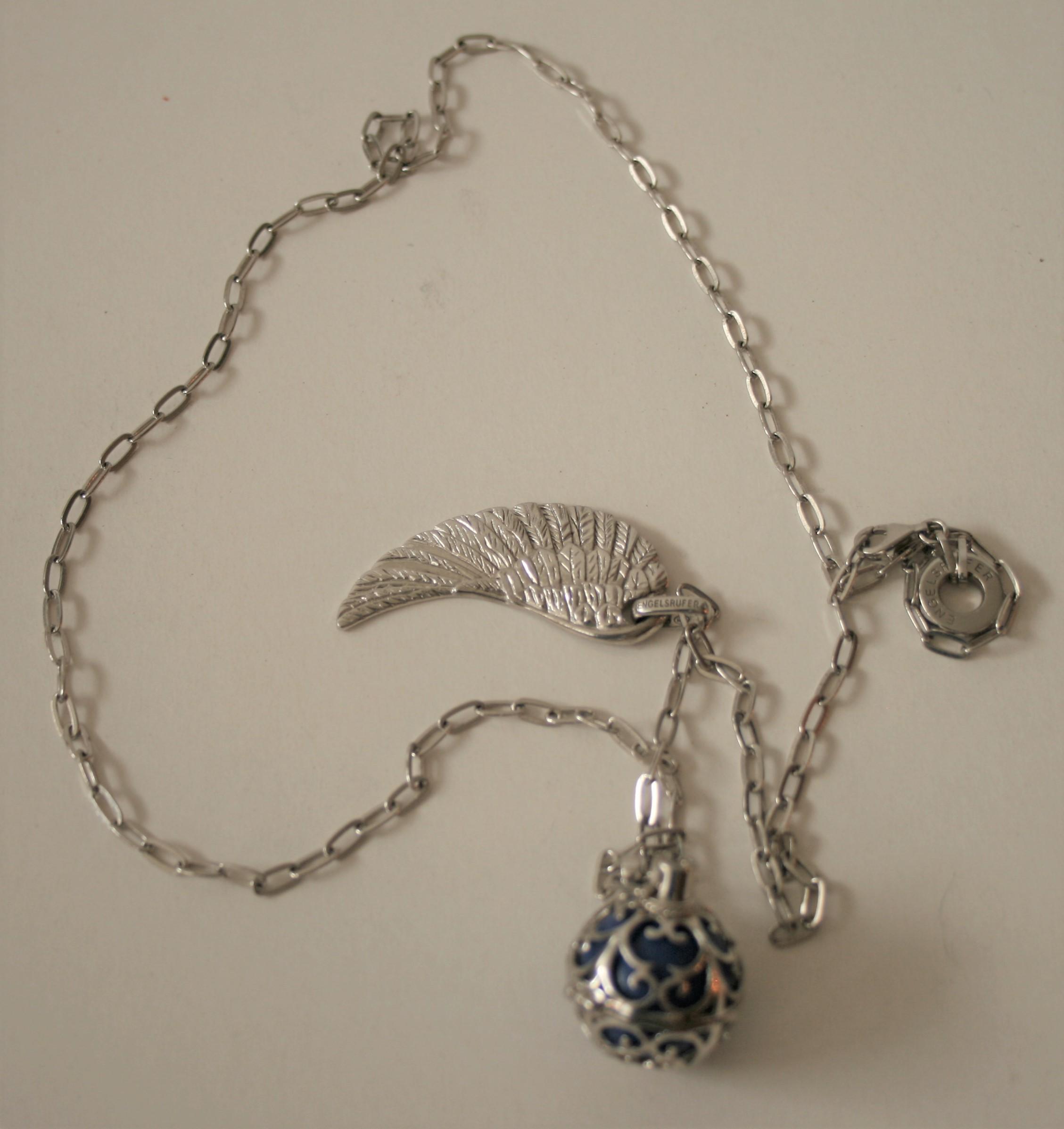 Collier en argent ENGELSRUFER avec aile d'oiseau et grelot dans une cage ajourée - [...]