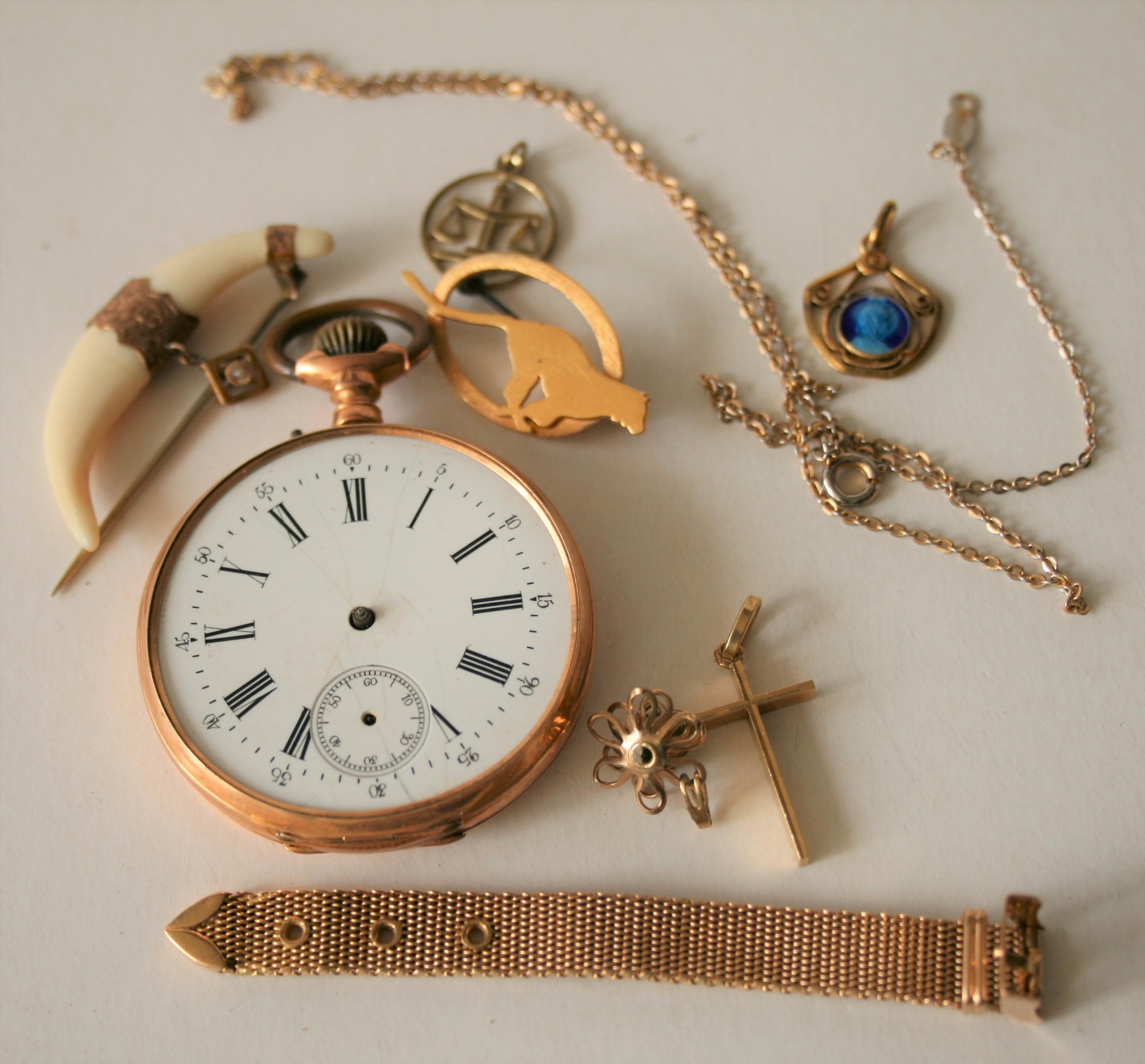 Ensemble de bijoux en or 9/14/18 ct (broches, collier, morceau de bracelet, montre [...]