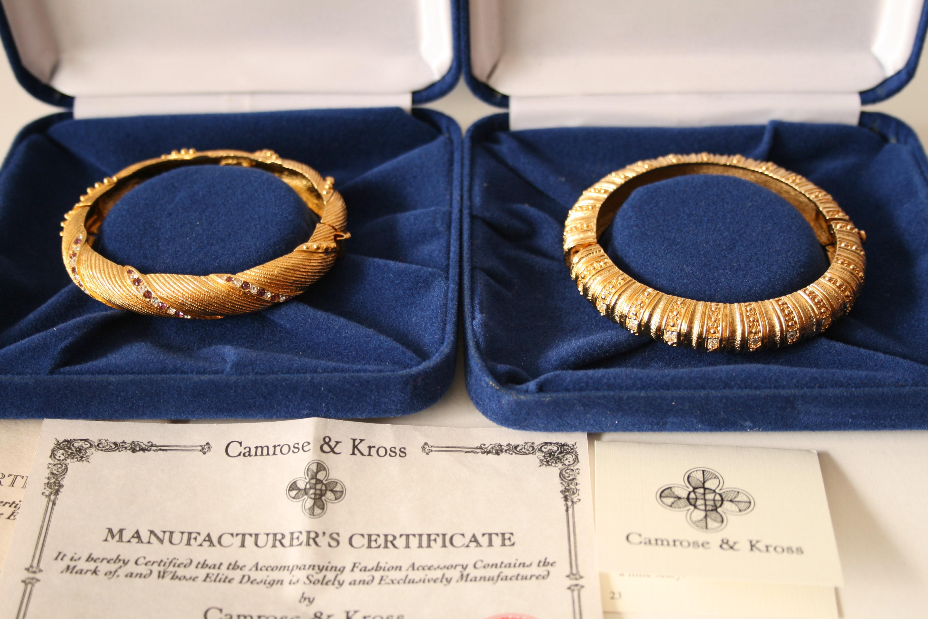 Paire de bracelets articulés CAMROSE & KROSS plaqué or 25 ct et sertie de cristaux [...]