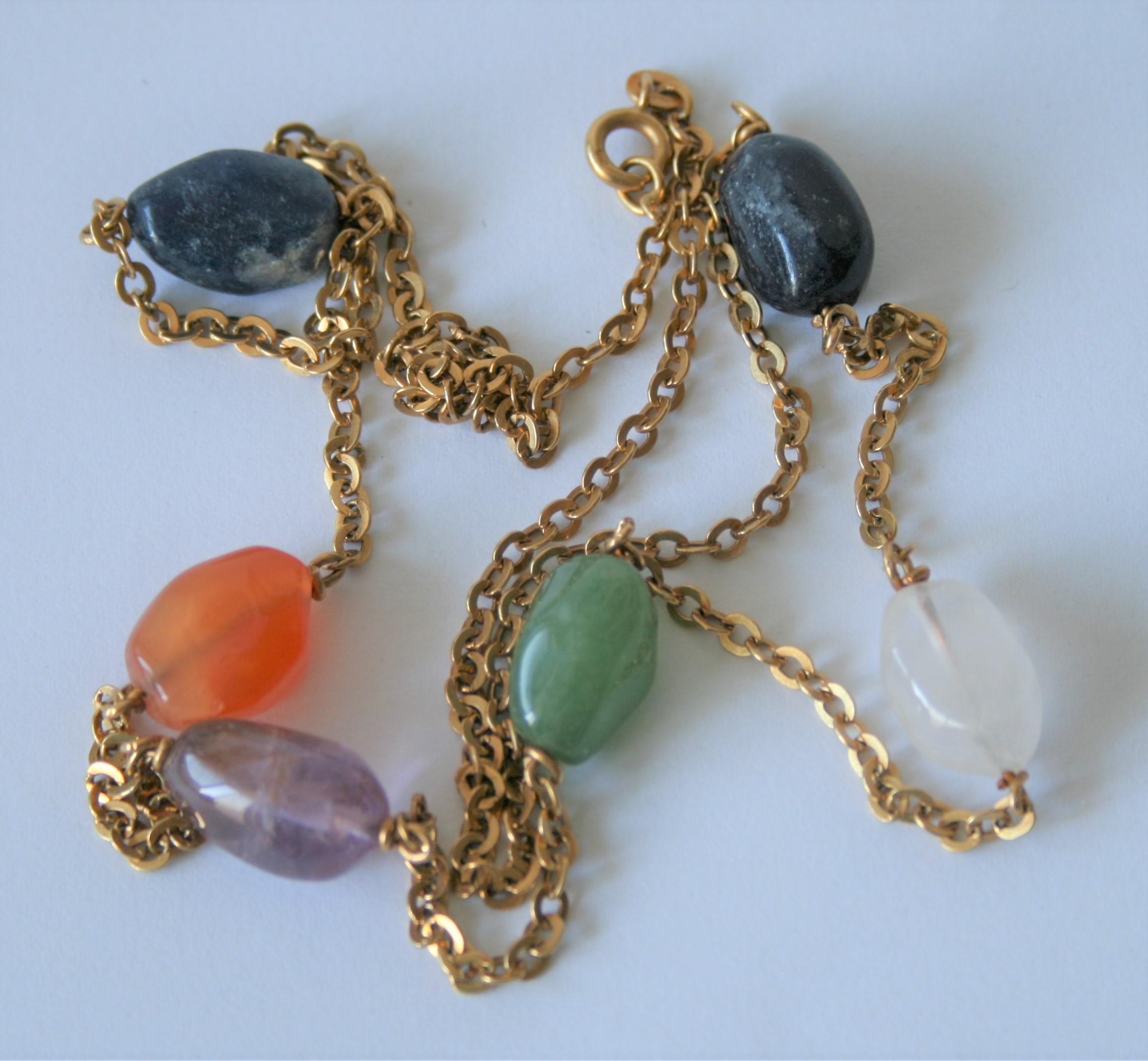 Collier en or 18 ct agrémenté de 6 pierres de couleur - Poids brut : 25,28 g, [...]