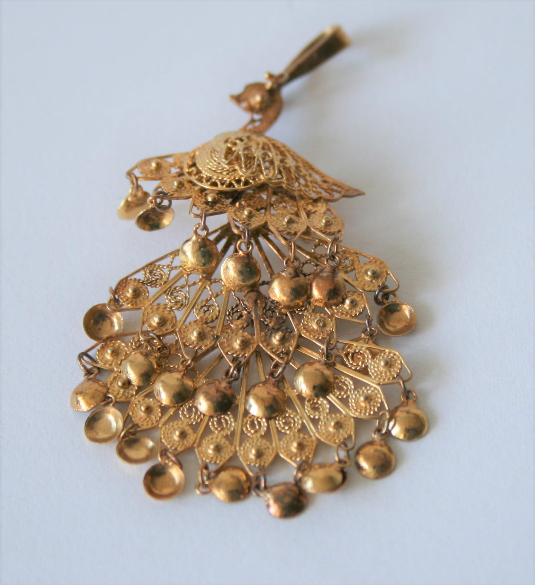 Pendantif en or jaune 14 ct figurant un paon aux plumes déployées, Provenance [...]
