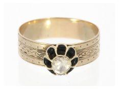Ring: antiker Goldschmiedering mit großem Diamant im Rosen-Schliff<