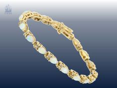 Armband: sehr dekoratives und aufwändig gearbeitetes Opal/Brillant-Goldschmiedearmband<