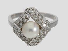 Ring: dekorativer Akoya-Zuchtperlenring mit Brillanten, ca. 0,4ct, 18K Weißgold<
