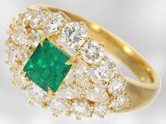 Ring: sehr schöner Smaragd-/Diamantring, insgesamt ca. 2,34ct, 18K Gelbgold