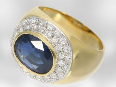 Ring: klassischer hochwertiger Saphirring mit Brillanten, insgesamt ca. 3,3ct, 18K Gold, Hofjuwelier