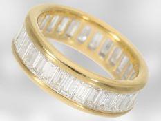 Ring: luxuriöser Memoirering mit sehr hochwertigem Diamantbesatz, insgesamt. 4,34ct, 18K GelbgoldCa.