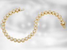 Armband: prunkvolles, sehr teures Tennisarmband mit hochwertigen Brillanten, insgesamt 5,55ct, 18K
